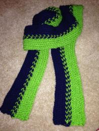 Loom Knit Knitting Instructables Knifty Knitter Lion Brand JoAnn Jo Ann plastic loom Red Heart yarn green and navy blue scarf Seahawks Sounders