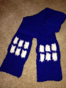 Loom Knit Knitting Instructables Knifty Knitter Lion Brand  JoAnn Jo Ann plastic loom Red Heart yarn Doctor Who Dr Who Tardis blue scarf